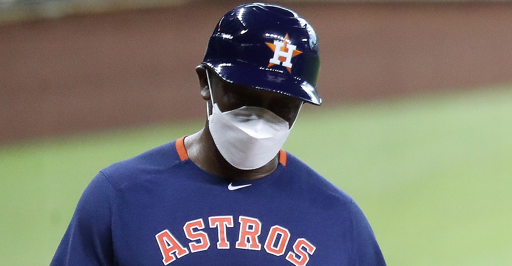 Astros third base coach Gary Pettis will not travel with team on road trip