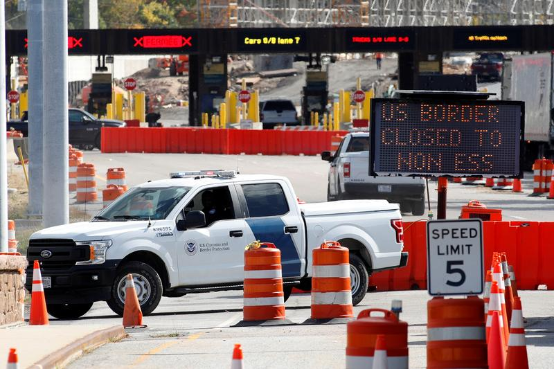 U.S. extends travel restrictions at land borders with Canada, Mexico through March 21